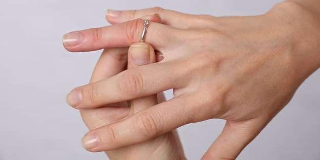 причини за подуването на пръстите на ръцете