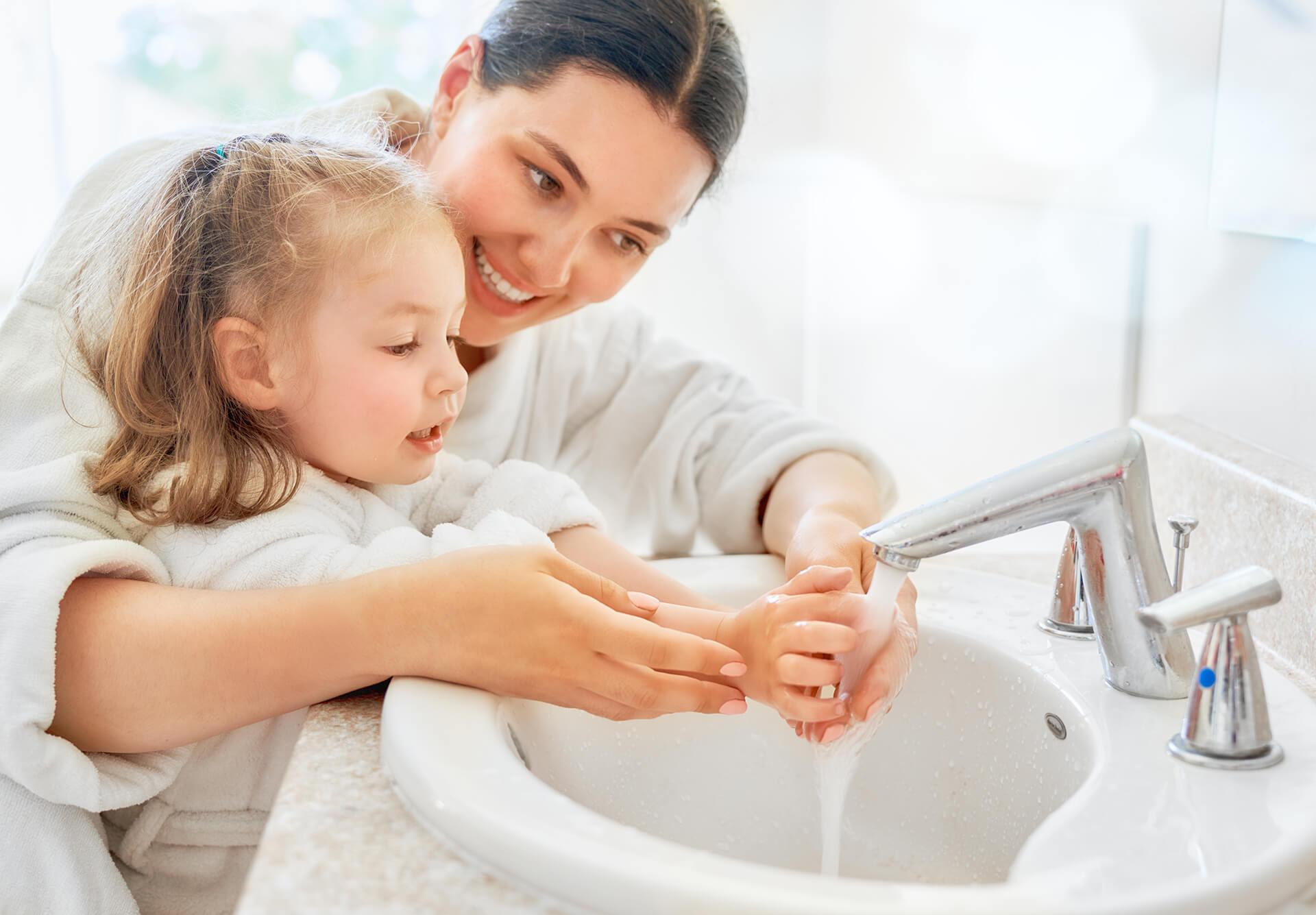 миене на ръце деца